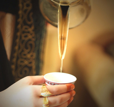 serving arabic coffee